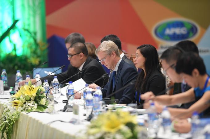 Các Thứ trưởng Tài chính và Phó Thống đốcNgân hàng Trung ương cũng cho ý kiến về Bản Tuyên bố chung của các Bộ trưởng Tài chính.