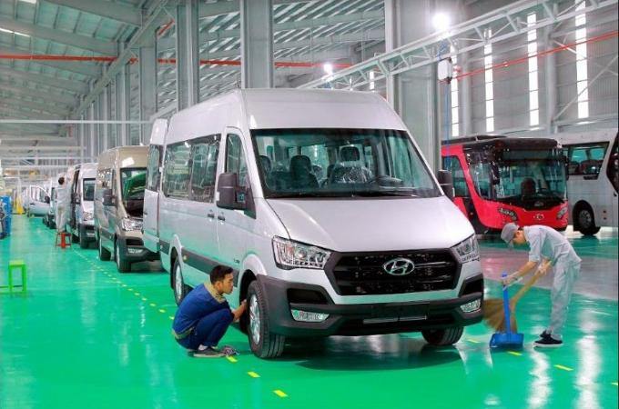 Thaco đã tự thiết kế và sản xuất nội địa hóa khung gầm nhãn hiệu THACO và nâng tỷ lệ nội địa hóa toàn bộ xe lên đến 50% .