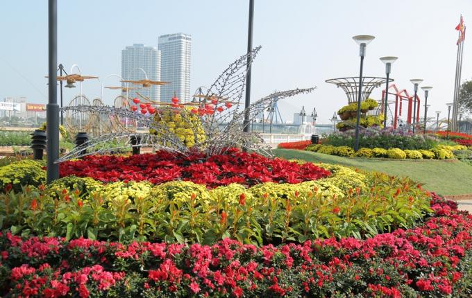 Ngoài đường hoa, Sun Group sẽ bắn pháo hoa vào thời khắn Giao thừa tại khu vực chân cầu Nguyễn Văn Trỗi.