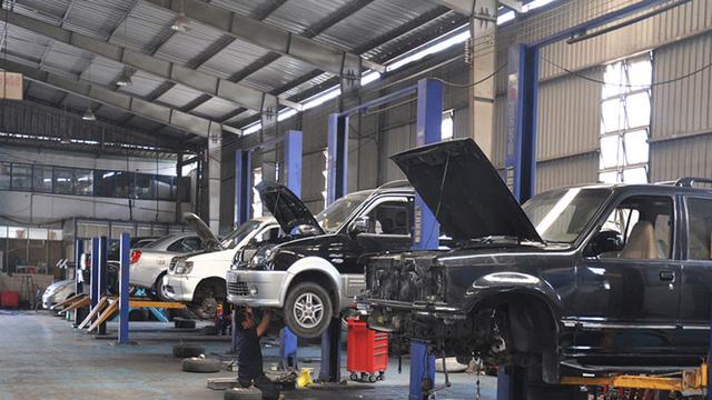 """Sửa xe những ngày giáp Tết khó tránh khỏi bị """"chặt chém""""."""