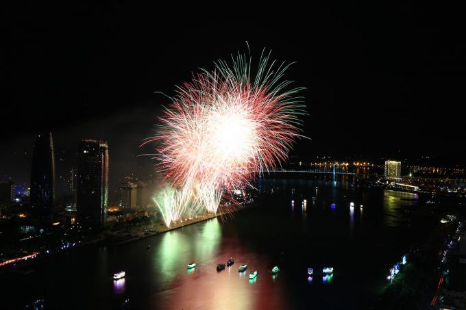 Nhạc Rock bùng nổ trong màn bắn pháo hoa của Bồ Đào Nha
