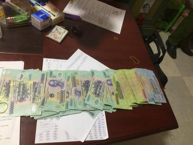 Tiền mặt lực lượng chức năng thu giữ tại các chi nhánh cho vay lãi nặng.