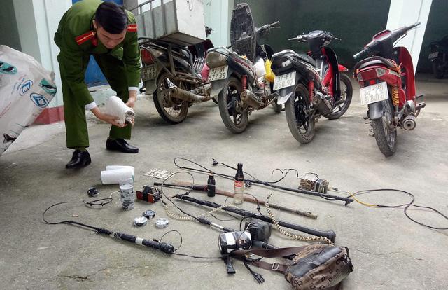 Dụng cụ mà các đối tượng dùng để thực hiện hành vi ăn trộm chó.