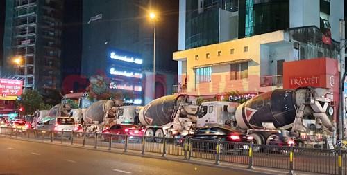 Hàng loạt xe bồn trộn bê tông mang nhãn hiệu