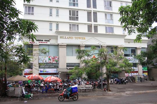 Người dân ở chung cư Sinh Lợi (xã Bình Hưng, huyện Bình Chánh) vẫn chưa được cấp sổ hồng vì những vi phạm của chủ đầu tư Ảnh: Sỹ Đông