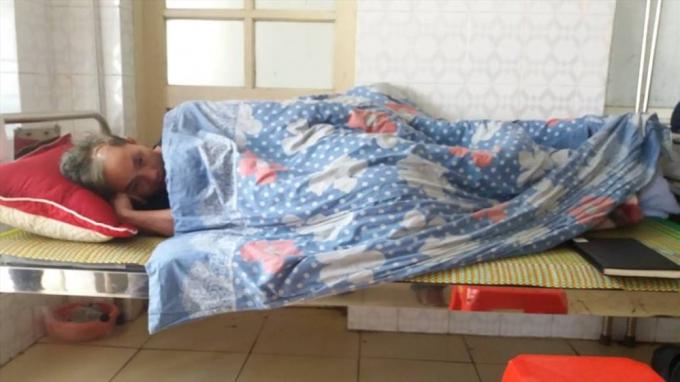 Anh Khánh bị chém vào đầu và đang được điều trị tại bệnh viện.