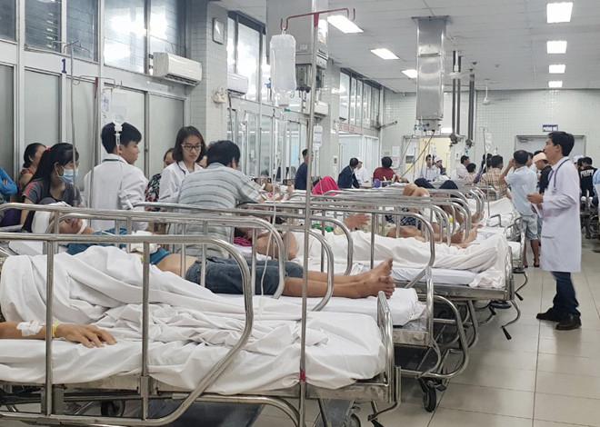 Phần lớn các ca cấp cứu tại Bệnh viện Chợ Rẫy những ngày cận Tết liên quan đến tai nạn do bia rượu..