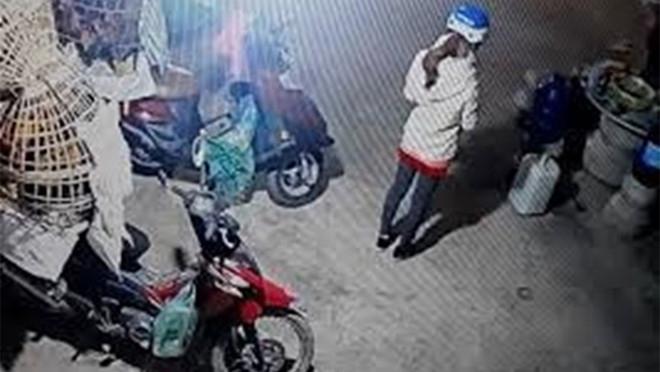 Nữ sinh đi giao gà cho khách trước khi bị sát hại.