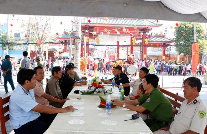 Công an P.Phú Cường (TP.Thủ Dầu Một) phối hợp đảm bảo an ninh trật tự khu vực chùa Bà.