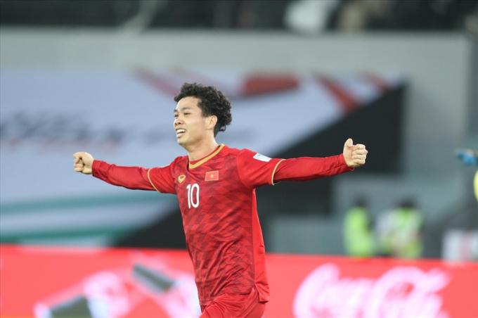 Đó là khoảnh khắc thầy Park ăn mừng khi tiền đạo Công Phượng ghi bàn thắng nâng tỉ số lên 2-1 trước ĐT Iraq ở trận ra quân tại VCK Asian Cup 2019. Ảnh: Hữu Phạm
