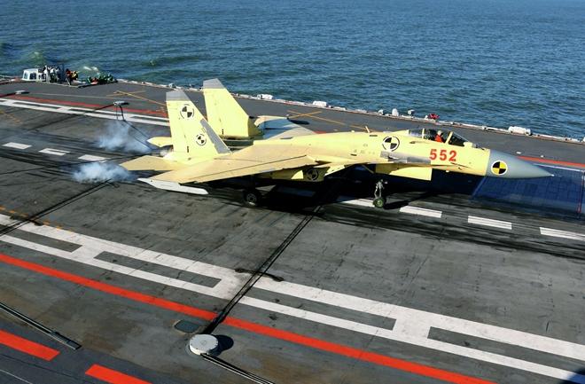 Máy bay của Hải quân Trung Quốc cất cánh từ tàu sân bay. Ảnh: ITN