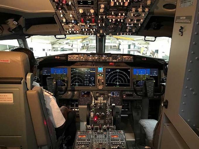 Buồng lái máy bayBoeing 737 MAX 8. Ảnh: REUTERS