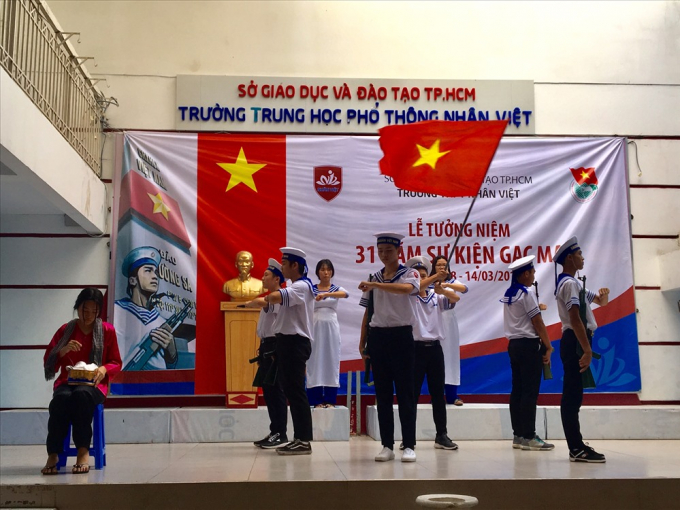Hoạt cảnh được các học sinh Trường THPT Nhân Việt biểu diễn