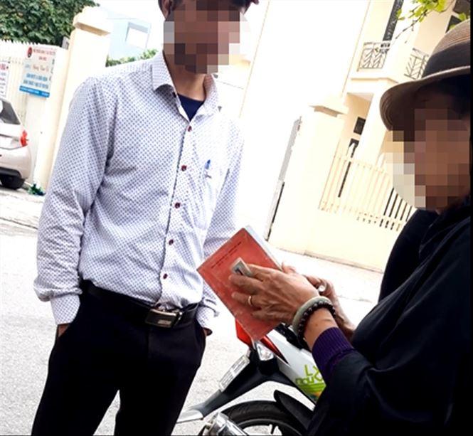 Làm hộ chiếu nhanh: Ngã giá tại phòng quản lý xuất nhập cảnh - Ảnh 2