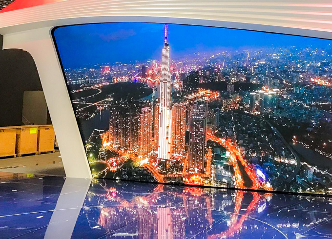 Màn hình lớn được ghép từ hàng trăm màn hình LED nhỏ trình chiếu hình ảnh chất lượng 6K.