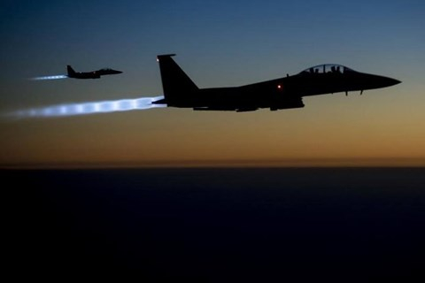 Liên quân Mỹ được cho tiến hành không kích quy mô lớn khiến 62 người chết ở tỉnh Deir Ezzor của Syria.