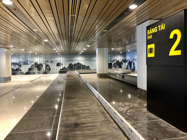 Hình ảnh du lịch Hạ Long hiện ra ở mọi nơi trong sân bay Vân Đồn.