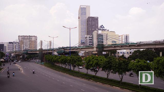 """Cầu Điện Biên Phủ là điểm nhấn trên tuyến metro số 1 với kết cấu dây văng. Từ đây, tuyến metro """"thoát khỏi"""" trục đường xa lộ Hà Nội và hướng về trung tâm thành phố."""