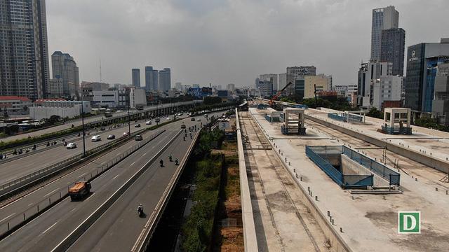 Nhà ga Tân Cảng bên cạnh cầu Sài Gòn.