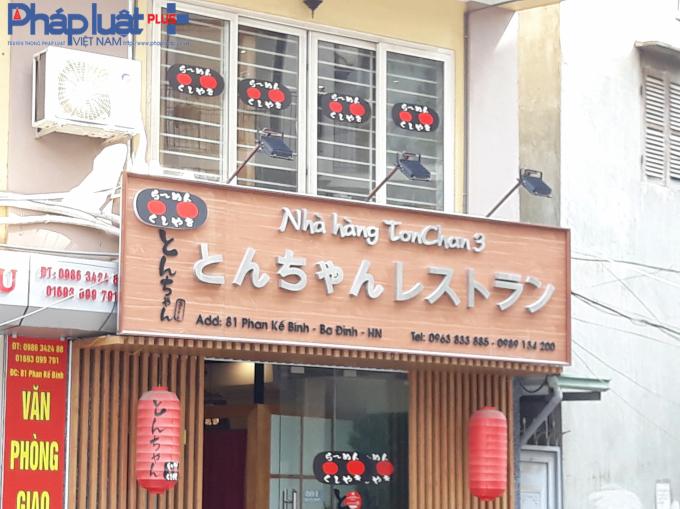 Địa chỉ nhà hàng nằm cùng 1 bên đường với nhà thuốc.