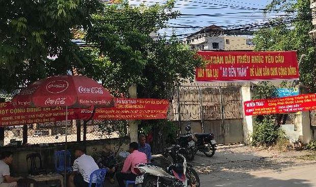 Người dân ở xóm Chùa, xã Triều Khúc phản đối việc Hợp tác xã Triều Khúc xây dựng bãi đỗ xe ở ao bến Trâu gần khu vực tâm linh của làng.