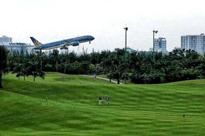 San golf tại sân bay Tân Sơn Nhất từng bị đánh giá là nguyên nhân gây uy hiếp an toàn bay.ĐỘC LẬP