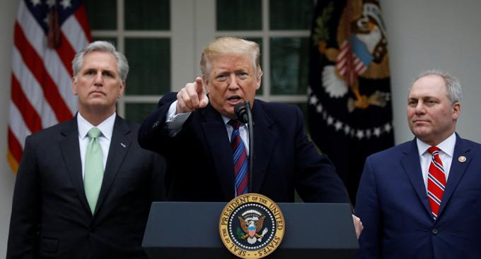 Tổng thống Mỹ Donald Trump nói trước phóng viên sau cuộc họp với các thành viên Quốc hội tại Nhà Trắng. Ảnh: Reuters.