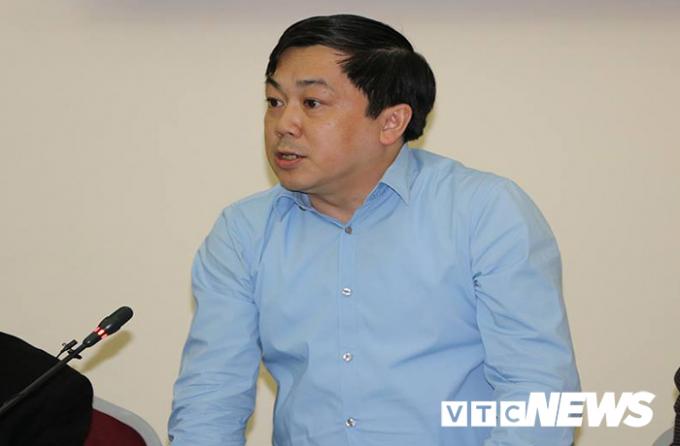 Ông Hoàng Hồng Giang - Cục trưởng Cục Đường thủy nội địa nhận hình thức nghiêm túc kiểm điểm rút kinh nghiệm. (Ảnh: Hoàng Hưng).