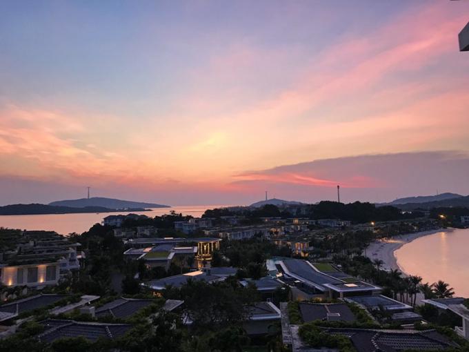 @yenhwang chụp từ Plumeria Spa trên đồi cao, nơi nhìn về 2 mặt biển đón cả Bình Minh và Hoàng Hôn.