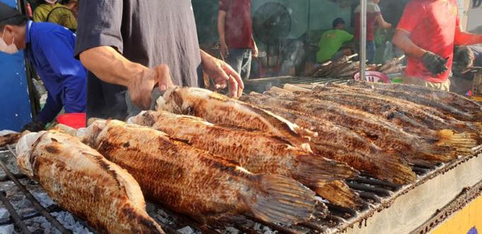 Năm nay giá cá lóc nướng có tăng lên so với những năm trước...