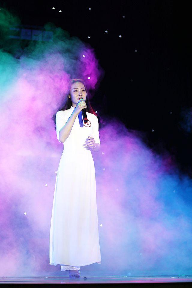Nữ sinh khoa Quản lý văn hóa Nguyễn Ngọc Huyền đầy tự sự trong ca khúc Còn tuổi nào cho em.