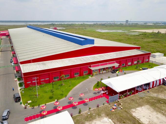 Toàn cảnh nhà máy Number One, phía sau nhà máy là khu vực cảng nước sâu Sông Hậu.
