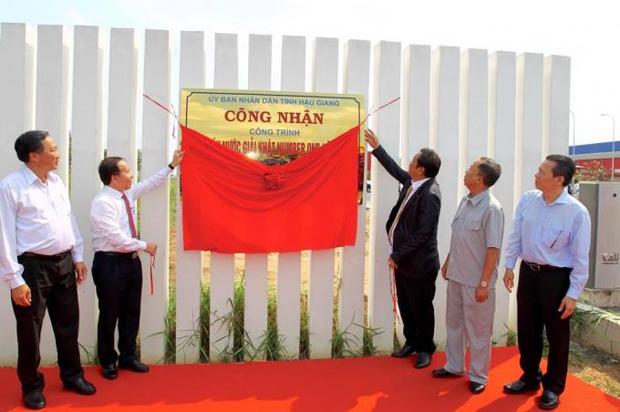 Nhà máy Number One Chu Lai được UBND tỉnh Hậu Giang công nhận là công trình thi đua kỷ niệm 15 năm ngày thành lập tỉnh Hậu Giang.