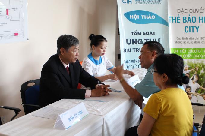 PGS.TS Nguyễn Tấn Cường chia sẻ người dân về cách phòng bệnh.