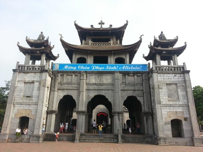 Khu Phương Đình Nhà thờ đá Phát Diệm.