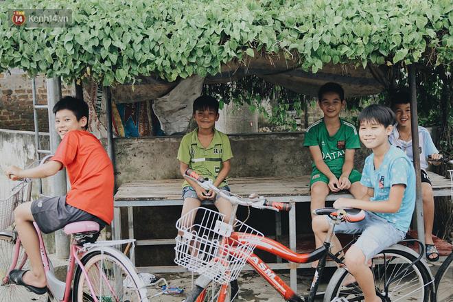 Nụ cười hồn nhiên của lũ trẻ nhỏ.