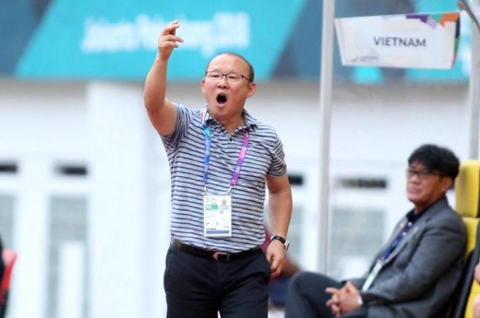 HLV Park Hang-seo không hài lòng khi các cầu thủ bỏ lỡ nhiều cơ hội trong trận thắng Palestine 3-0 chiều 14/8. Ảnh:Lâm Thoả.