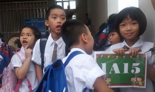 Học sinh giờ tan học tại Trường Tiểu học Chu Văn An