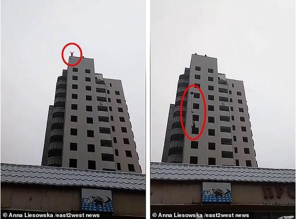 Khoảnh khắc thiếu niên Bogdan Firsov nhảy xuống từ tòa nhà 14 tầng.