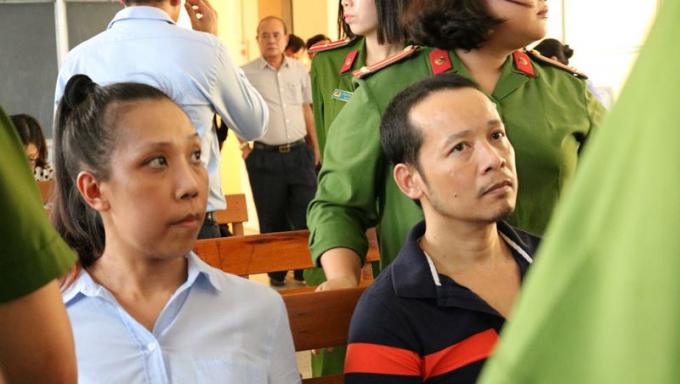 Hai bị cáo trong thời gian HĐXX nghị án