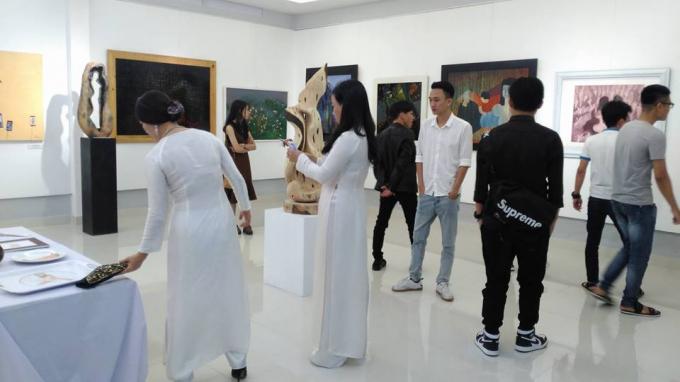 Buổi triển lãm diễn ra tại Khoa Hội họa, trường Đại học Nghệ thuật Huế.