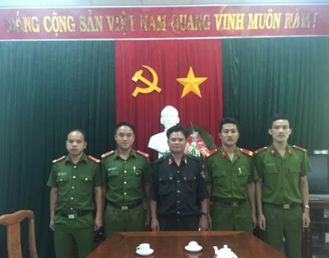 Những hành động dũng cảm của các chiến sĩ Phòng cảnh sát Cơ động Công an tỉnh Thừa Thiên Huế để lại một hình ảnh đẹp của người chiến sĩ Công an trong quần chúng nhân dân.