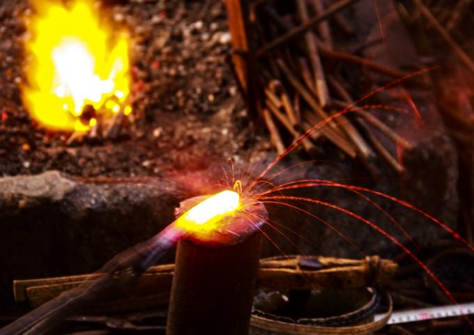"""Thừa Thiên Huế: Ngắm """"hoa lửa"""" ở phố cổ Bao Vinh"""