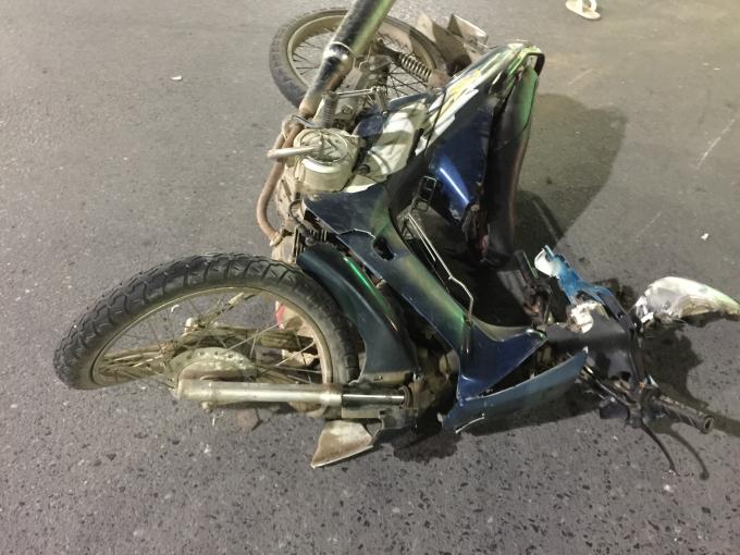Chiếc xe nạn nhân hư hỏng nặng.