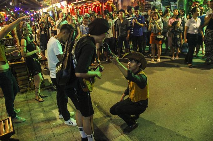 Loạt ảnh ấn tượng trong những ngày khai trương phố đi bộ ở Huế