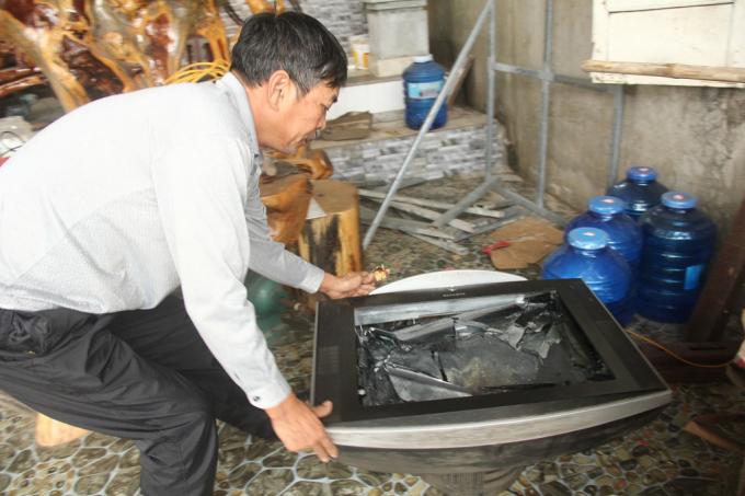 Nhiều tài sản nhà ông Lâm bị đập phá.