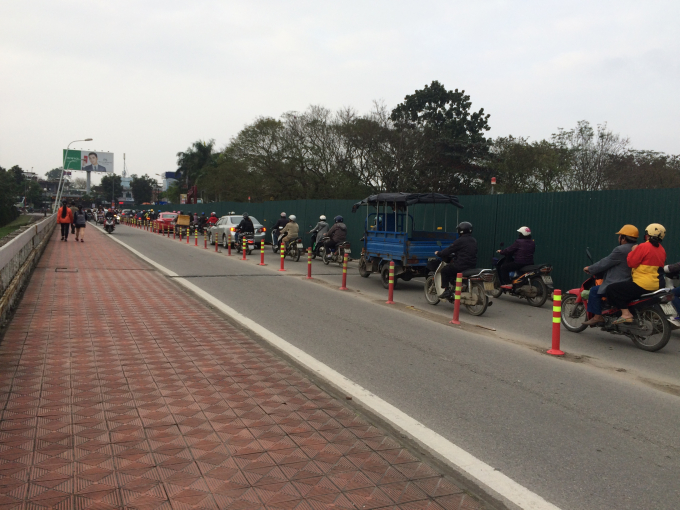 Cầu Phú Xuân đang được mở rộng (Ảnh: Nguyễn Hiền)