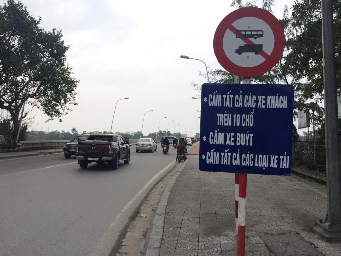 Biển báo cấm các loại phương tiện lưu thông (Ảnh: Chu Duyên)