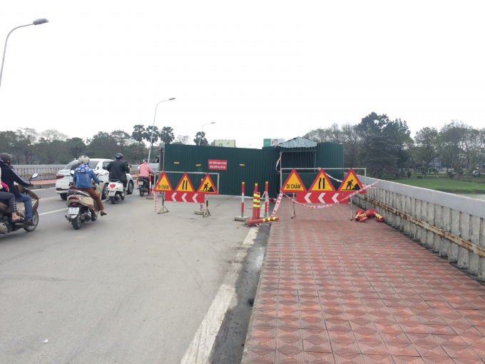 Khu vực cầu đang sửa chữa (Ảnh: Nguyễn Hiền).