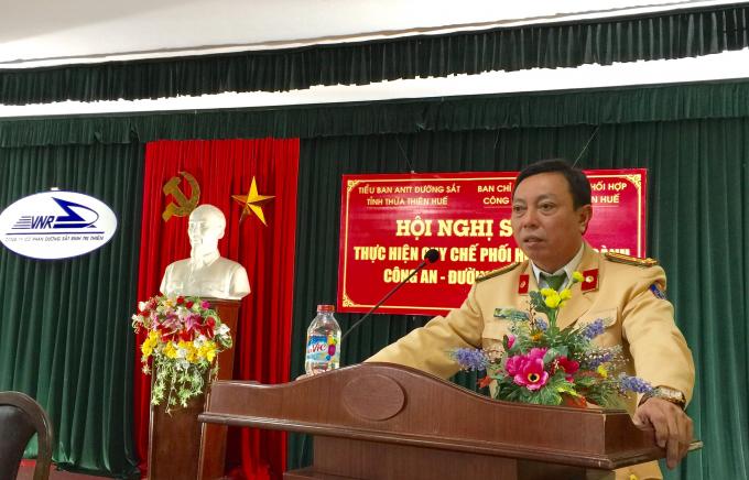 Đại diện Phòng CSGT Công an tỉnh Thừa Thiên Huế phát biểu tại buổi tổng kết.